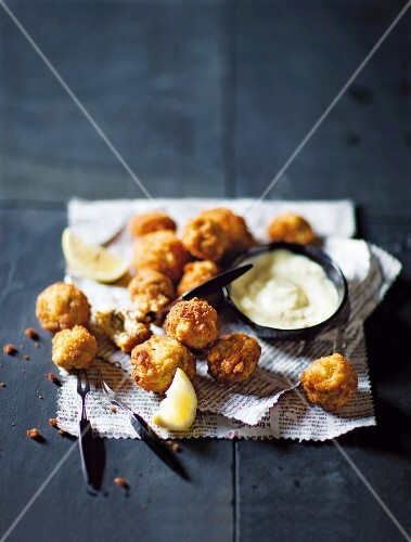 Mushrooms in breadcrumbs with garlic mayonnaise