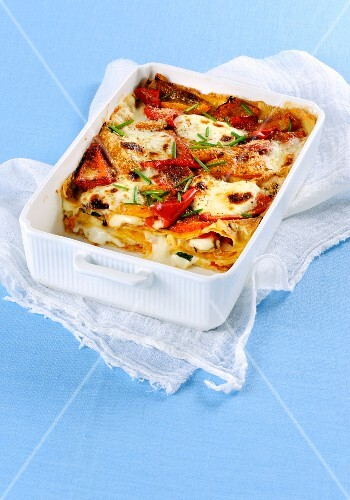 Teglia di pane carasau ai peperoni (an Italian lasagne-like dish with bread and pepper)