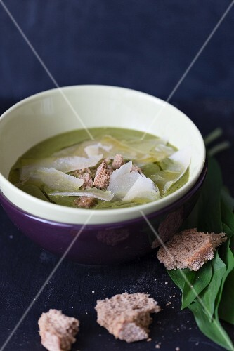 Wild garlic soup with bread and Parmesan