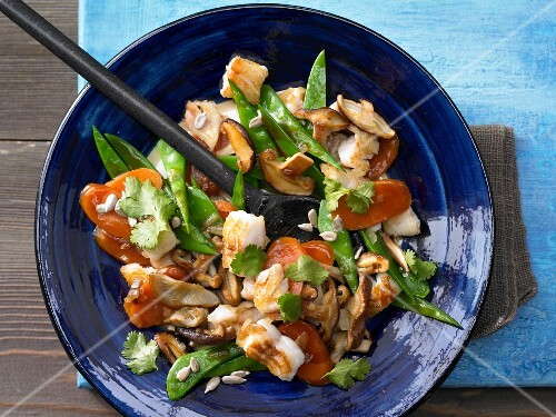 Vegetable stir-fry with pike-perch, carrots, mangetout and shiitake mushrooms