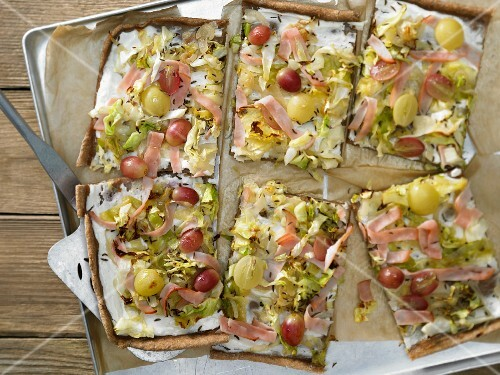 Pointed cabbage tarte flambée with turkey breast and grapes