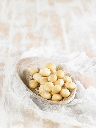 Macadamia nuts as an ingredient for vegan macadamia nut cheese