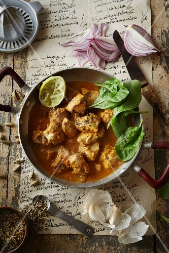 Spicy chicken curry with garlic and onion