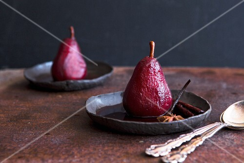 Poached pears in red wine with spices