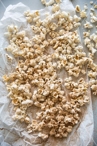 Popcorn dusted with cinnamon