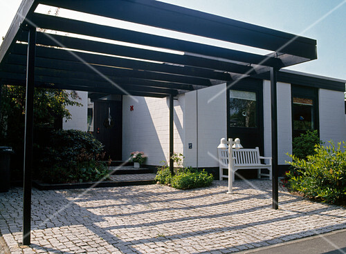 carport im vorgarten bild kaufen friedrich strauss gartenbildagentur. Black Bedroom Furniture Sets. Home Design Ideas