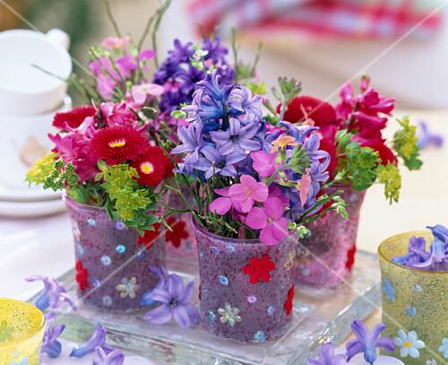 kleine str u chen aus bellis tausendsch n hyacinthus. Black Bedroom Furniture Sets. Home Design Ideas