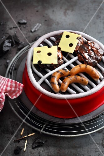 'BBQ-Party' fondant icing cake for BBQ fans
