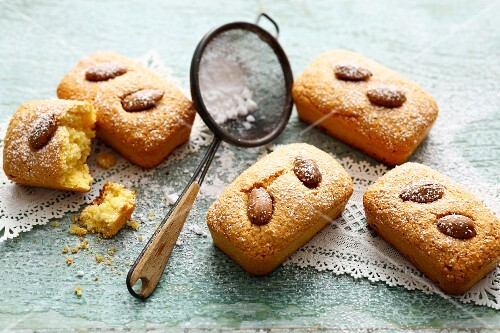 Mini Spanish almond cakes