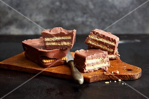 Mini cakes with layers of chocolate and biscuit