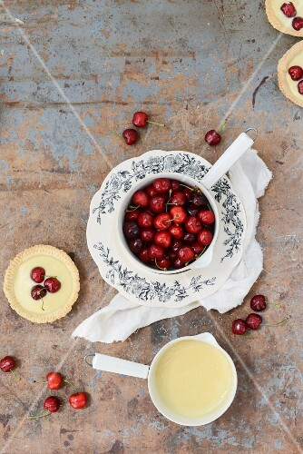 A tartlett with vanilla pudding and cherries