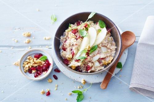 Vegan porridge with pears and cranberries (soya-free)