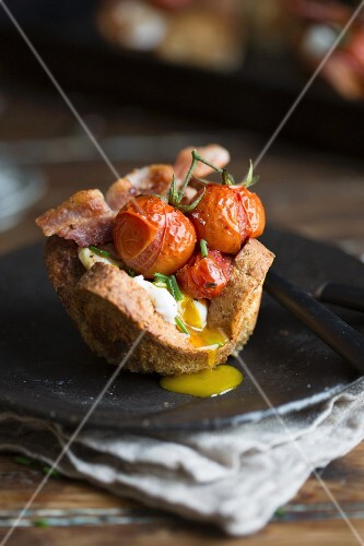 Poached eggs and fried tomatoes in bread nests