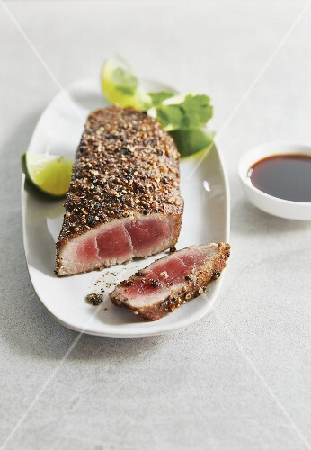 Tuna steak with a pepper and coriander crust