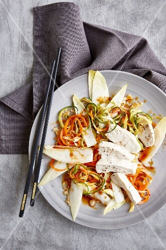 Low-calorie zoodle salad with carrot and coconut chicken
