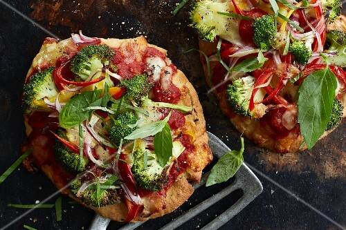 Naan pizza with broccoli, red pepper and basil