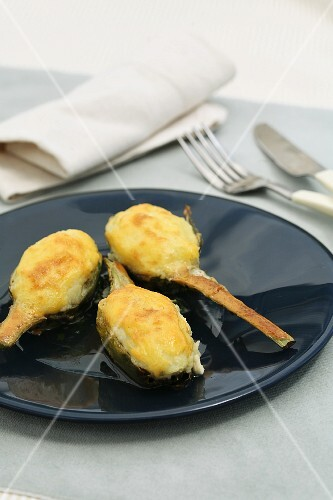 Stuffed artichokes with olives and goat's cheese