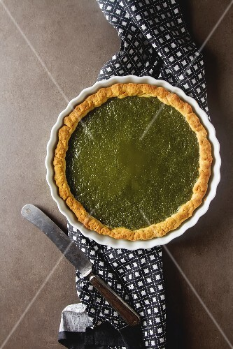 Green tea vegetarian pie match with nuts and mint