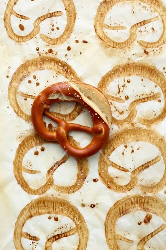 Swabian pretzels on baking paper