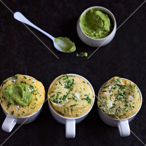 Savoury mug cakes with cheese, chives and avocado