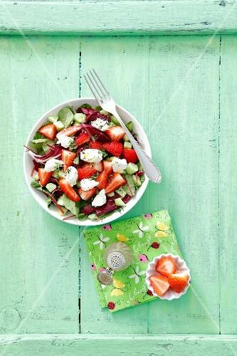 rote bete bl tter salat mit erdbeeren und frischk se. Black Bedroom Furniture Sets. Home Design Ideas