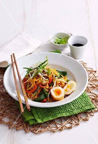 vegetarische singapur nudeln mit ei asien bild kaufen 12354471 stockfood. Black Bedroom Furniture Sets. Home Design Ideas