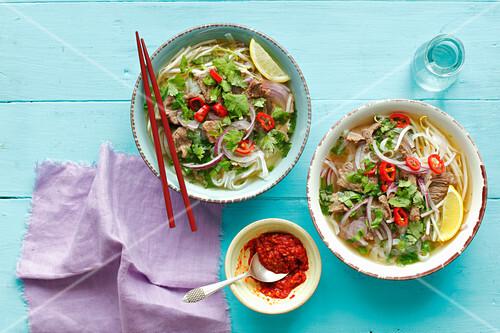 pho suppe mit rindfleisch vietnam bild kaufen 12407305 stockfood. Black Bedroom Furniture Sets. Home Design Ideas