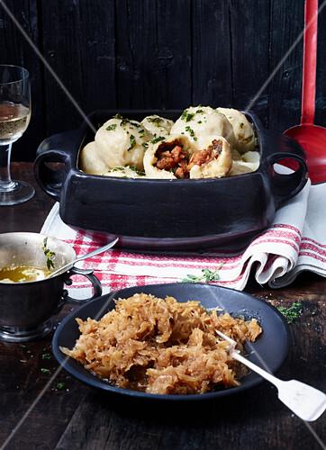 grammelkn del mit sauerkraut bild kaufen 12410117 stockfood. Black Bedroom Furniture Sets. Home Design Ideas