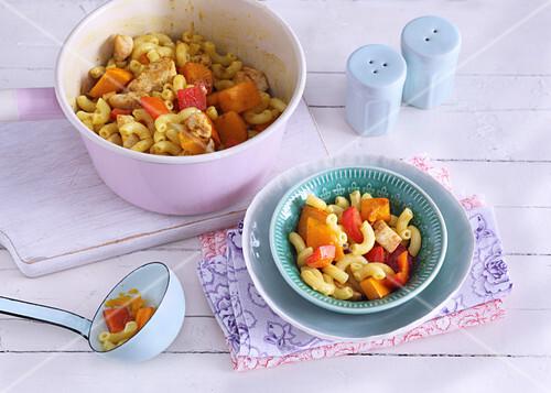 one pot pasta mit h hnchen und k rbis bild kaufen 12410177 stockfood. Black Bedroom Furniture Sets. Home Design Ideas