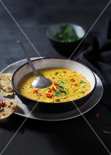 curry mais suppe mit chilis und kokosmilch bild kaufen 12424845 stockfood. Black Bedroom Furniture Sets. Home Design Ideas