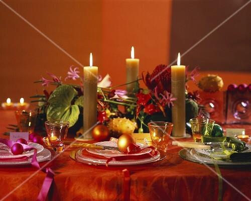 festlich gedeckter weihnachtstisch bild kaufen 176345 stockfood. Black Bedroom Furniture Sets. Home Design Ideas