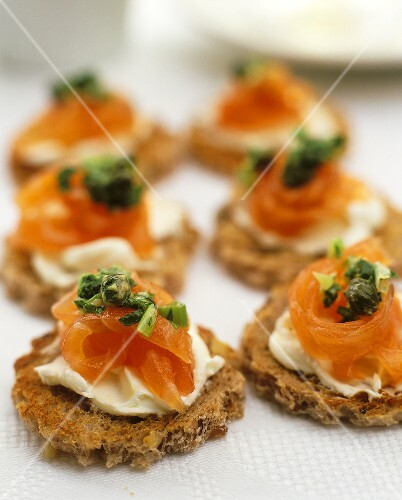 Canapes with smoked salmon cream cheese and capers buy for Dictionary canape