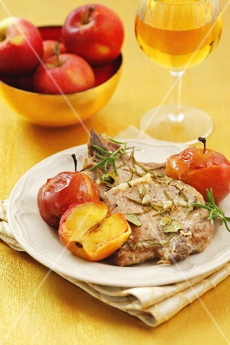 Pork chops with herbs and apples