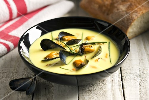 Mussel soup with saffran and chives (Spain)