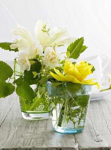 Tischdeko frühlingsblumen  Frühlingsblumen in Gläsern als Tischdeko – Bild kaufen – 317405 ...