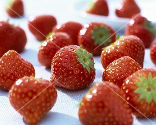 frische erdbeeren bild kaufen 338385 stockfood. Black Bedroom Furniture Sets. Home Design Ideas