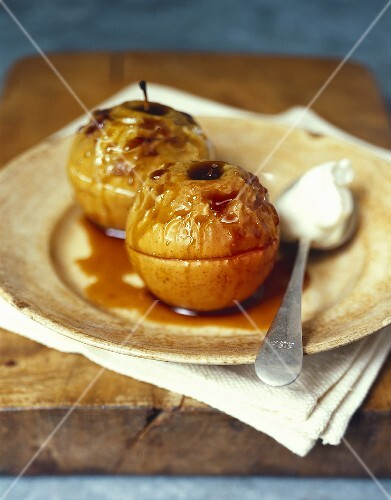 Baked apples with cider sauce