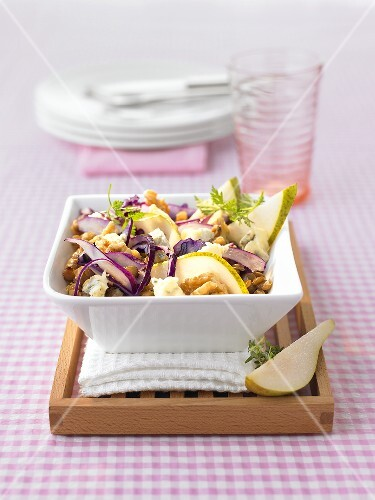 Red cabbage and lentil salad with pears