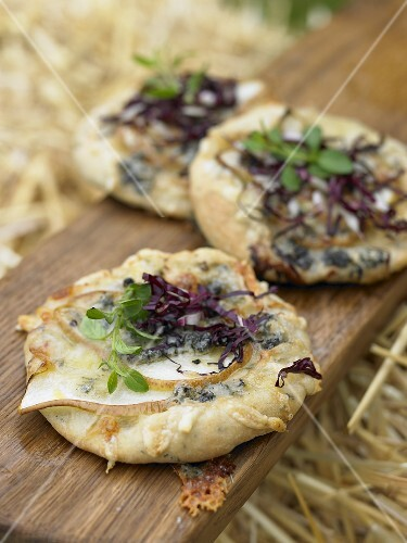 Pizzette topped with pear, radicchio and Gorgonzola