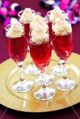 Sparkling wine jelly with cream topping