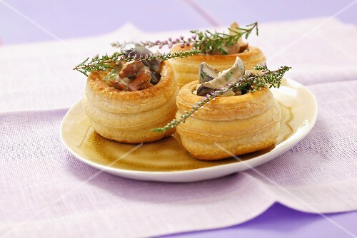Vol-au-vents filled with mushroom ragout