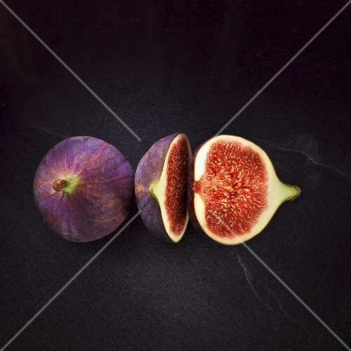 Figs, whole and halved
