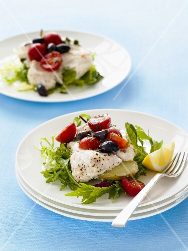 Fish fillet with tomatoes, olives and rocket