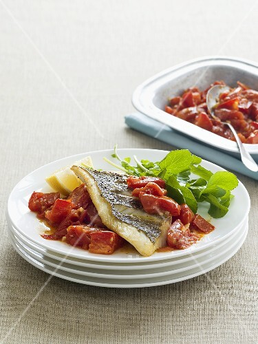 Fish fillet with garlic and roasted tomatoes