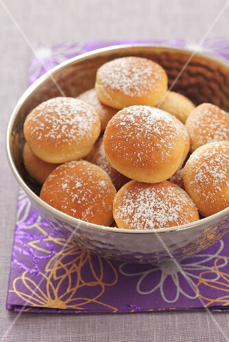 Sweet yeast dough rolls