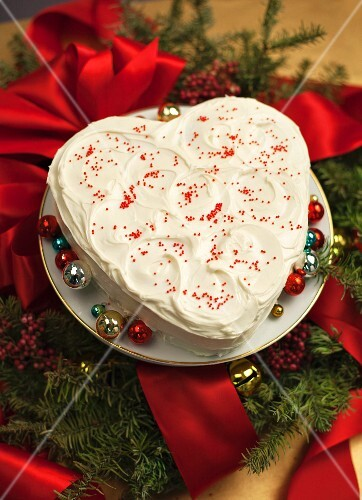 A white heart-shaped cream cake for Christmas
