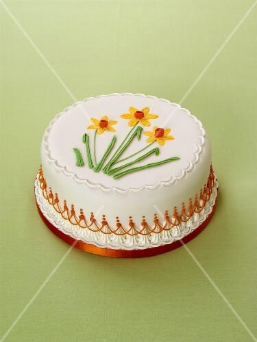 festliche torte mit fondant und zucker blumen bild kaufen 442431 stockfood. Black Bedroom Furniture Sets. Home Design Ideas