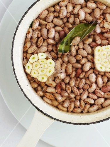 Soaked borlotti beans with garlic and bay leaf