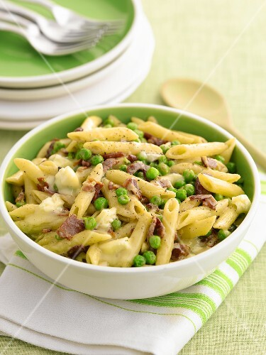 Penne with brie, bacon and peas