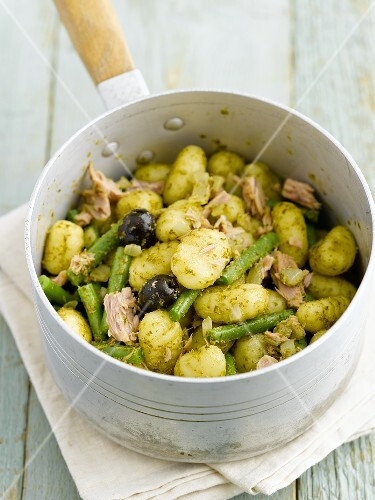 Gnocchi with pesto, beans, olive and chicken